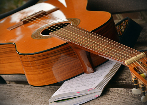 Learn to play classical guitar online at Sessions Academy